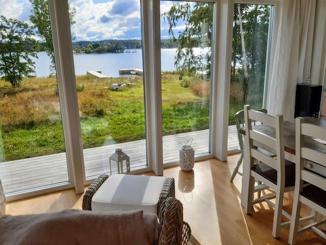 House by the sea med egen brygga nära Mariehamn