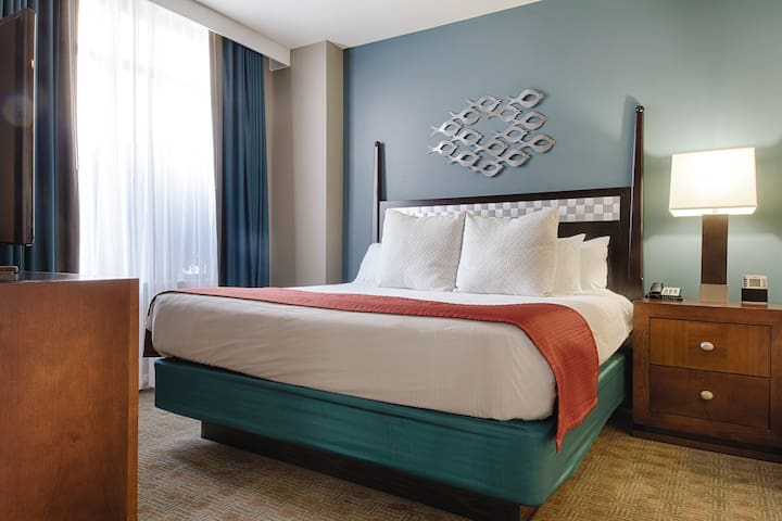 2 BEDROOM - Available at Wyndham National Harbor Resort - BUSINESS SAVY or FAMILY VACATION READY!