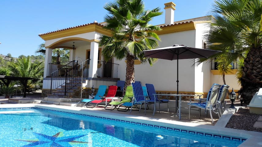 Guardamar - Spanish Villa with Own Pool
