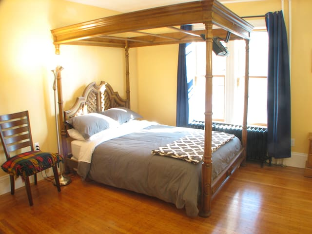 Huge room 100 feet from Davis Square!