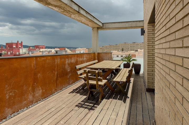 Stylish Apartment with Large Terrace and Parking