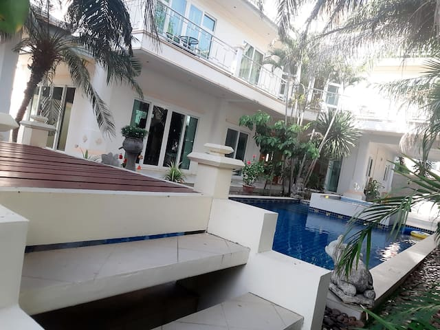 3 storey Pool Villa with Jacuzzi, waterfall, balconies, garden and patio; 50 meters from Jomtien Beach and next to 5 star Hotel Veranda Resort