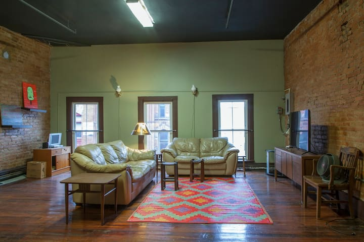 Entire Top Floor in Historic Downtown Building - Syracuse - Apartment