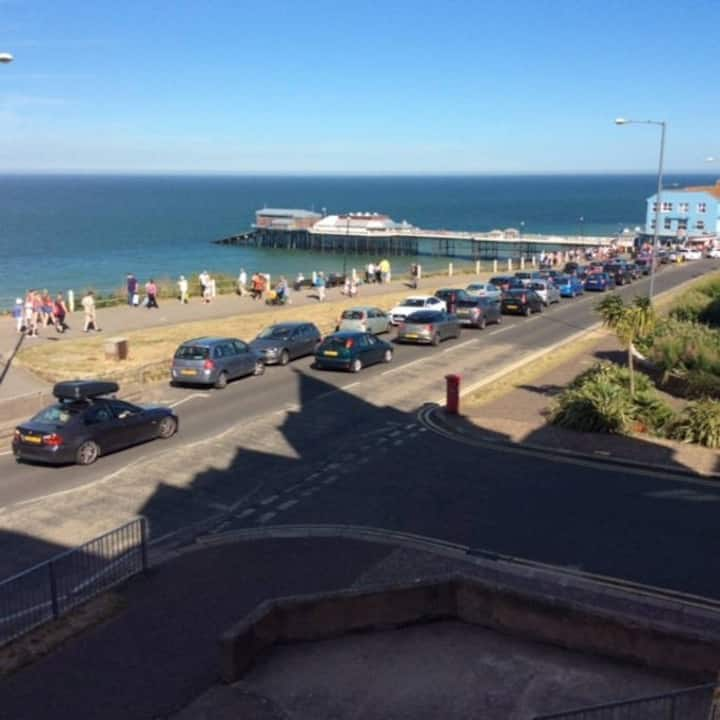 Sea views on edge of lively town