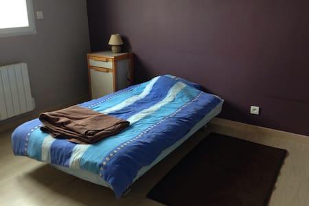 Chambre avec douche dans gde maison - Genilac