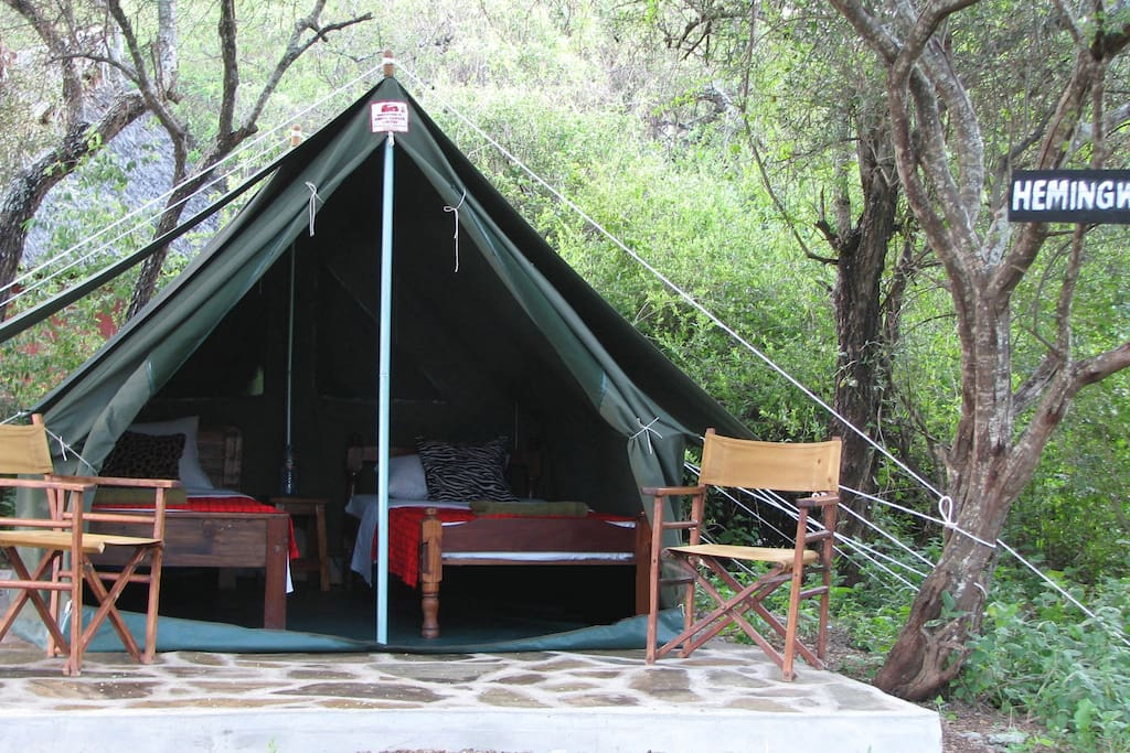Hemingway style tent that can perfectly sleep 2 people