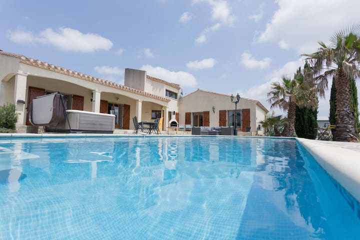 Lively Villa in Félines-Minervois with Pool