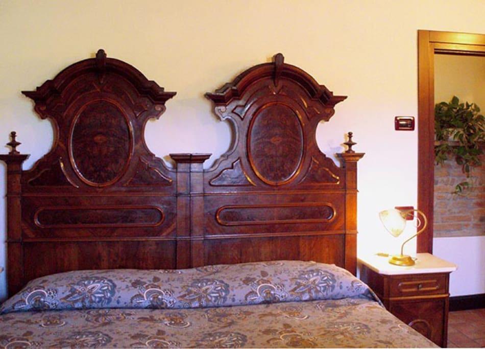 la testata del letto matrimoniale di nonna Tuda