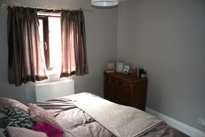 Double bedroom in central Haworth.