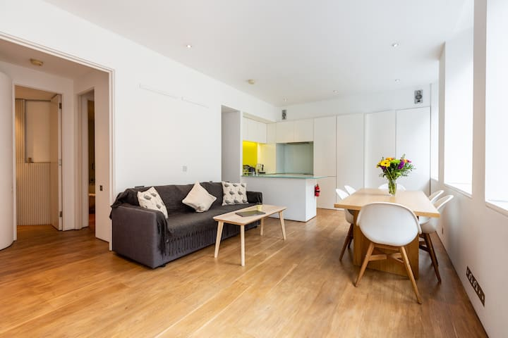 CENTRE OF LONDON - 2 BED/2 BATH PREMIUM APARTMENT