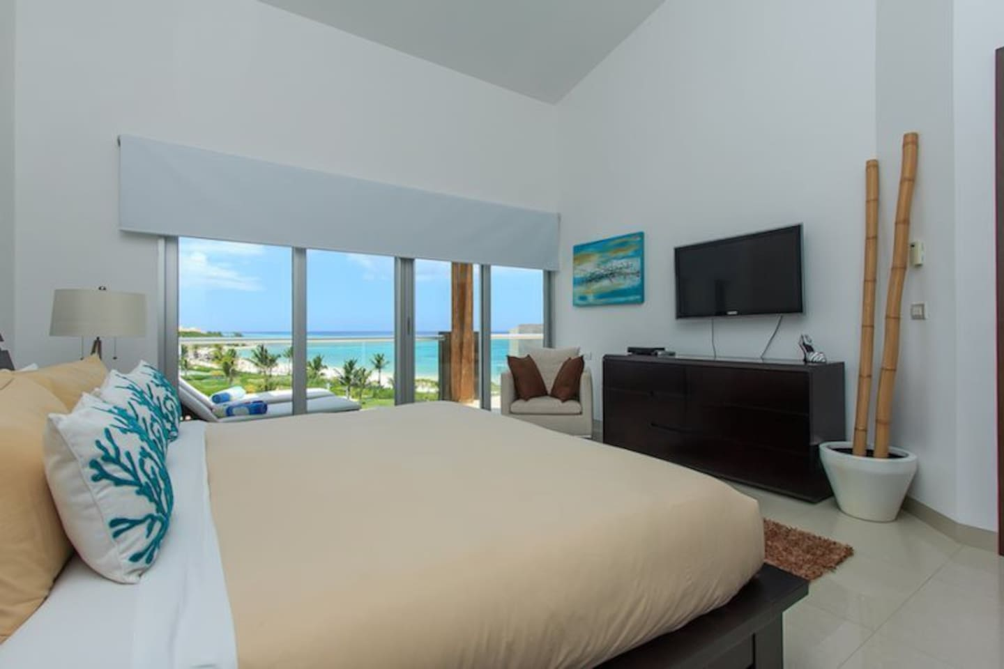 Condo Apartment in front of the beach
