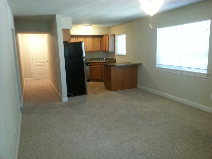 West Iowa City Unit with easy access to I-380