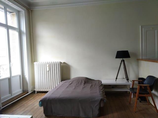 Belle chambre proche centre ville - Épinal - Apartment