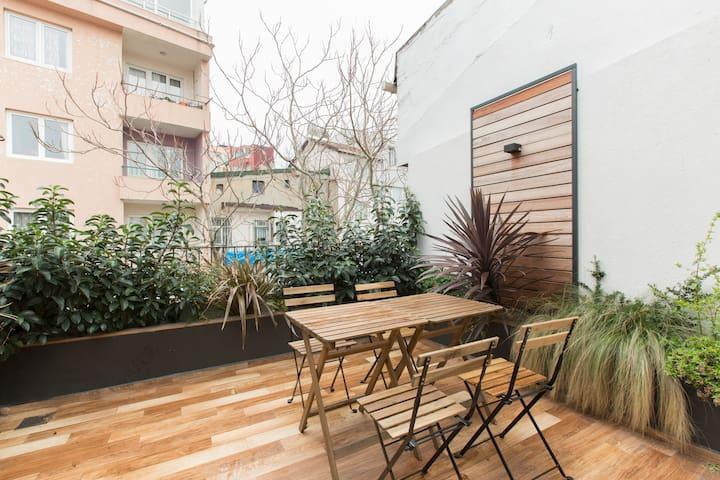 BEST LOCATION! Bright 2BR Duplex w/ balcony by AYA