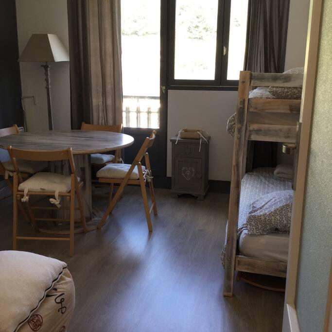 agr able et confortable studio appartamenti in affitto a saint tienne de tin e provenza alpi. Black Bedroom Furniture Sets. Home Design Ideas