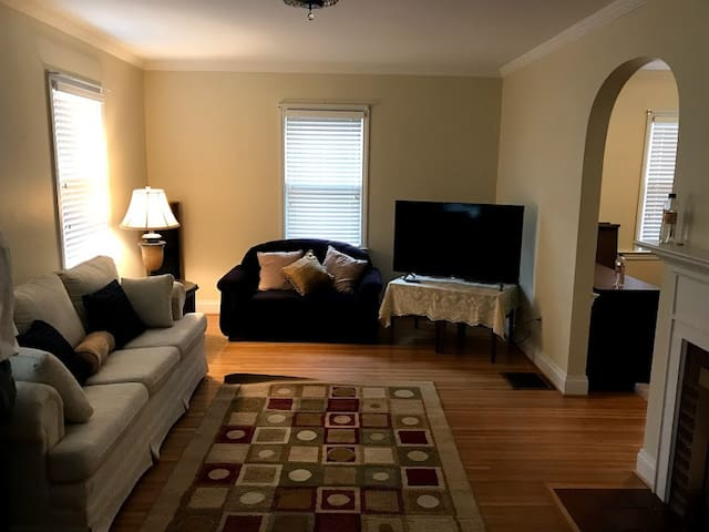 Looking for Roommate - Short or Long Term (120-3)