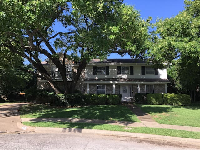 Stay HERE! Best Location Las Colinas-Irving TX! - Irving - Casa