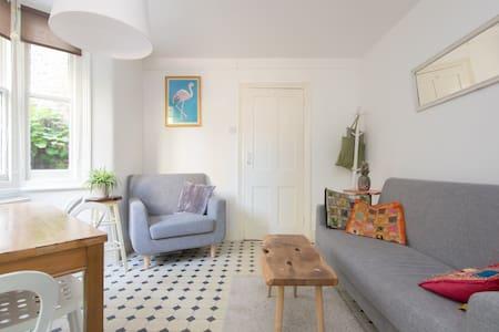 Huge Room in East London (Long term) - Londres - Casa