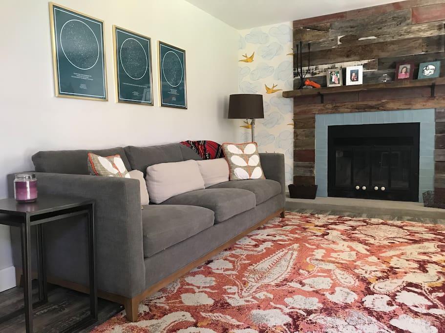 Cozy Family room with sofa, desk, fireplace & flatscreen TV