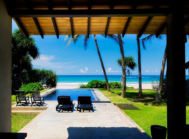 Villananda - Amazing Beachfront Villa With Pool