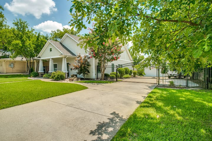 Craftsman in Grapevine/Walking distance to Main
