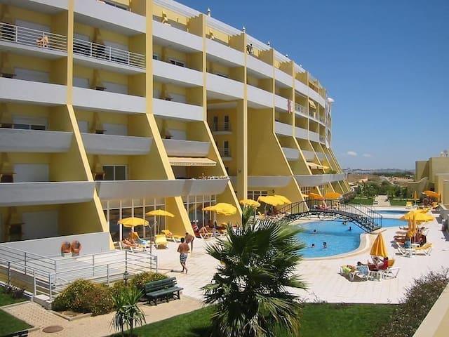 Meia Praia - apartamento com vista mar, piscinas.