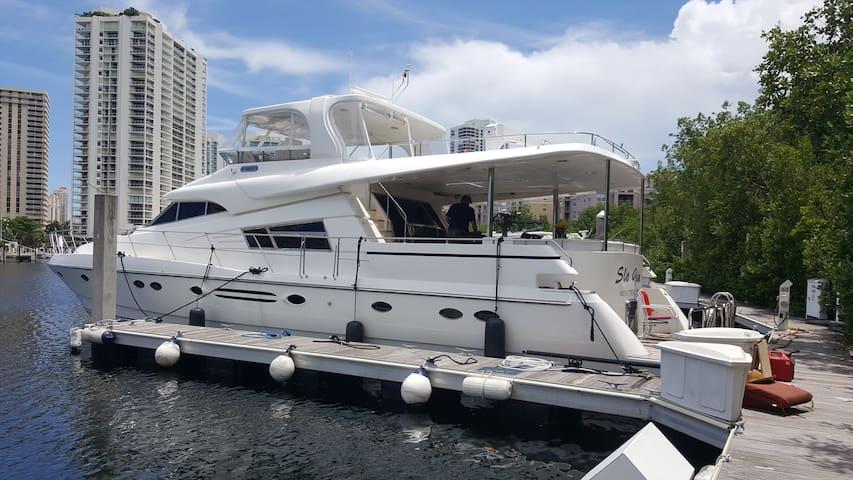 Motor Yacht SLO GIN