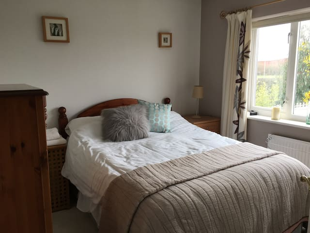 For females only, comfortable private bedroom wifi - Loughborough