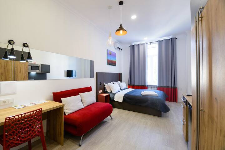 Studio street view apartment with shower ID991
