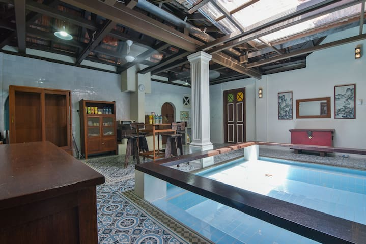 Colonial Home (21pax) - pool + breakfast! - Malaca - Casa