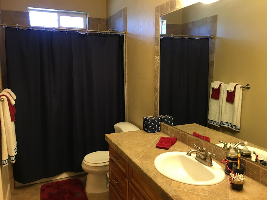 Guest Bathroom w/Shower and Tub