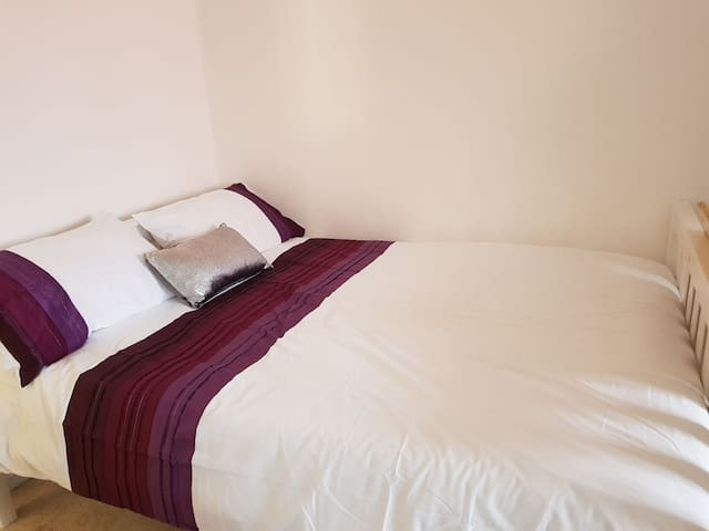 Cozy Bright double bedroom in Central manchester