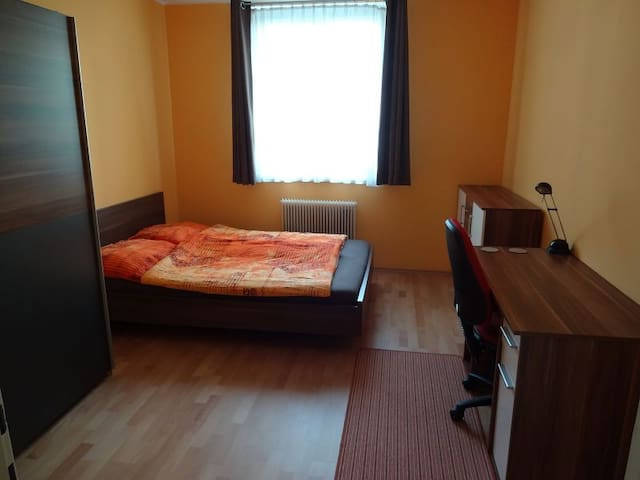 Room near station/center Linz, tram/parking/WLAN
