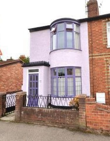 Rooms in a charming + distinctive 3-bed terrace