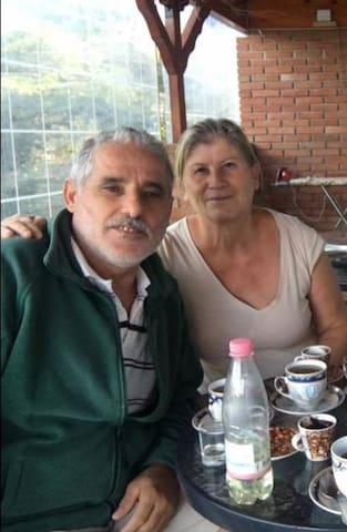 Nikolla & Anthoula Guest House owners
