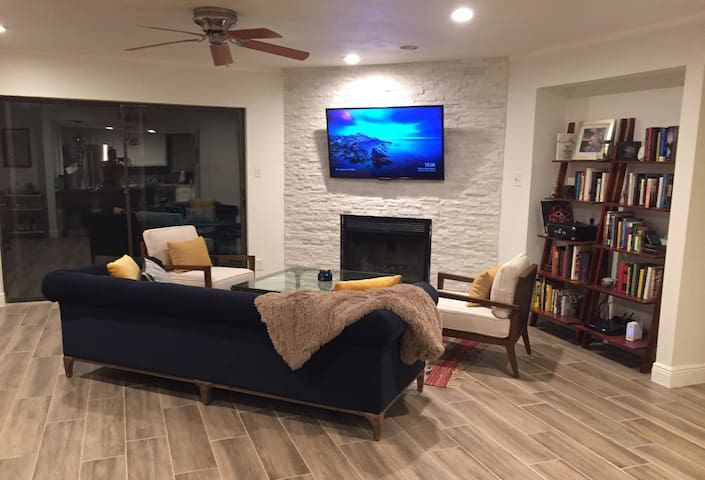 Cozy Retreat in the Heart of Austin - Walk to ACL!