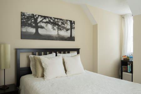 Peaceful upstairs room in quiet historic Belmont - Belmont