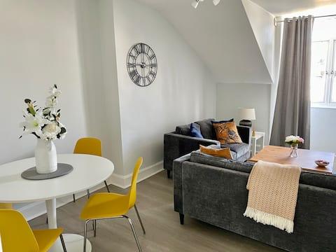 New refurb, Bright, Cosy 2 Bed  City Apartment