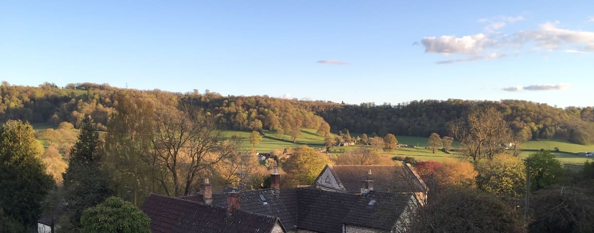 Private apartment, stunning views, Uley village. - Uley