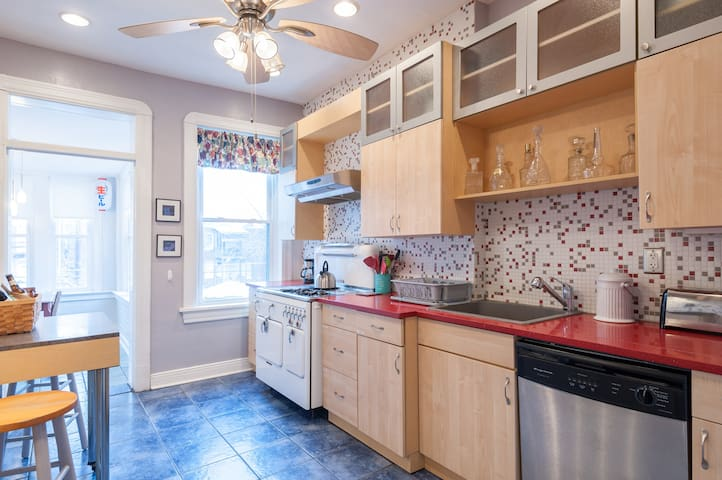 Eclectic, Comfy 4 Bed Flat - S. Grand/Tower Grove