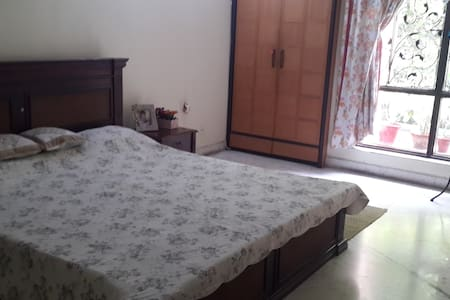 Beautiful,airy and clean room - Calcutta - Appartement