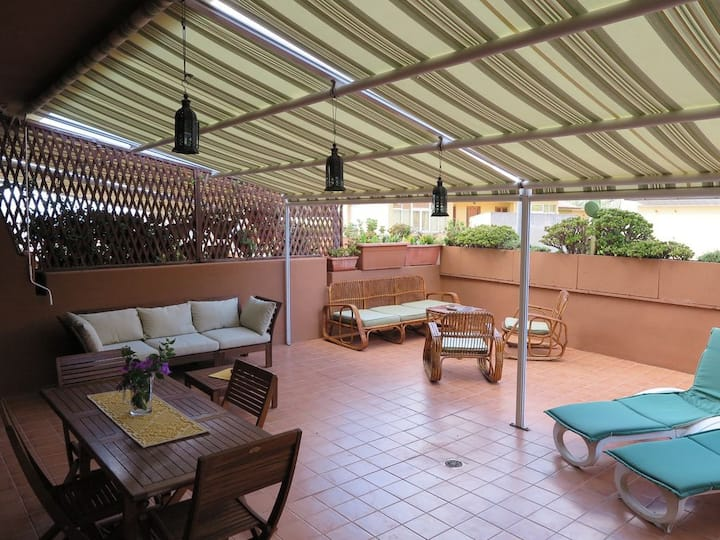 Appartamento  La Maddalena con patio e aria cond.