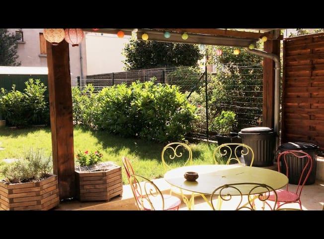 Chambre dans maison de ville - Vichy