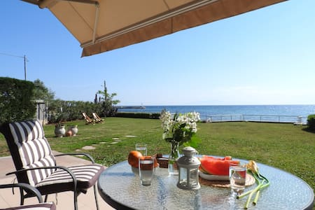 Beautiful villa by the sea - Vila