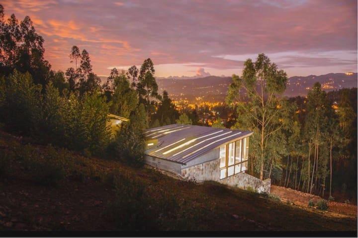 Casa en la Waka: la ciudad y la montaña, a un paso