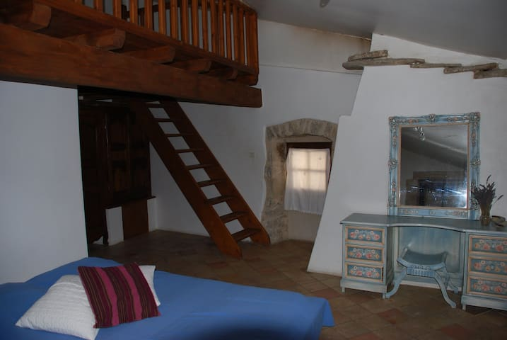 Chambre d'hôtes - Lavande - Issirac - Bed & Breakfast