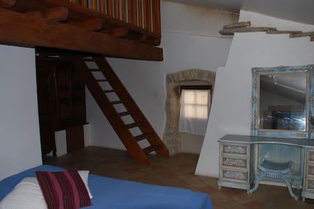 Chambre d'hôtes - Lavande - Issirac