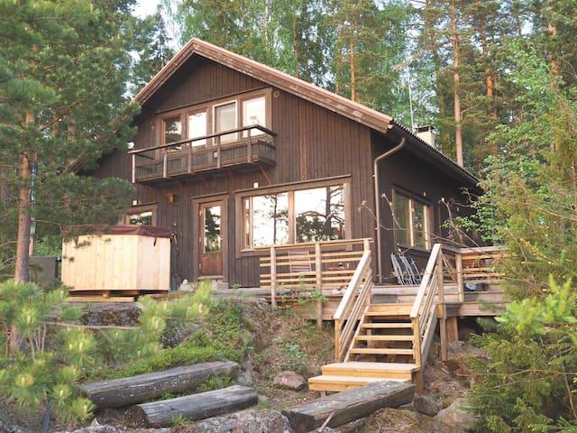 Villa by Lohja lake, 60 km from Helsinki