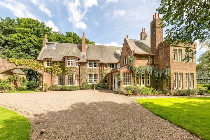 ...a beautiful Arts & Crafts country house