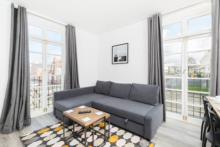 Stylish with Open Views Central Apartment